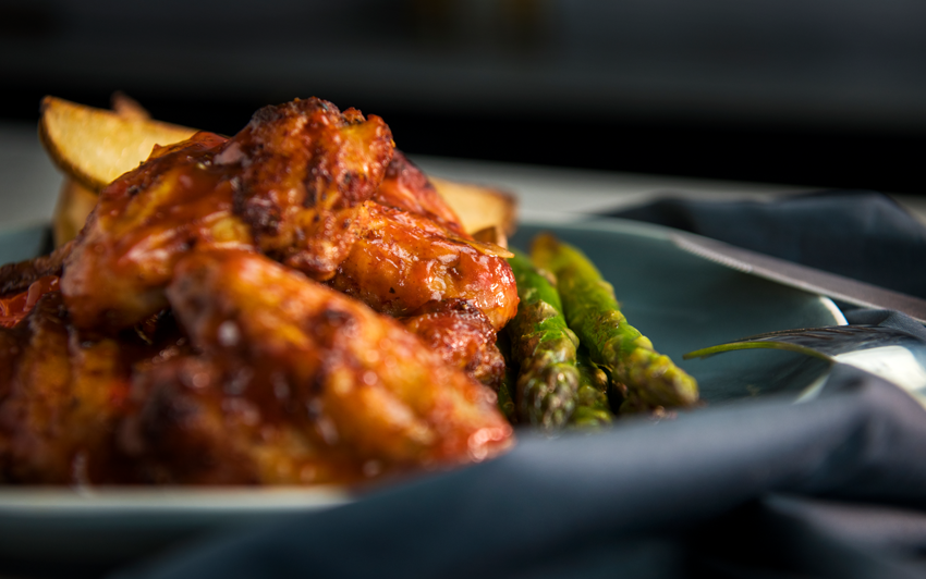 SmokedBourbonwings-serve2